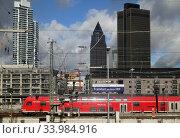 Frankfurt am Main, Germany, Deutsche Bahn regional express at the main station (2020 год). Редакционное фото, агентство Caro Photoagency / Фотобанк Лори
