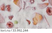 Купить «Video of falling natural ripe strawberry in a freshly cooked hea», видеоролик № 33992244, снято 6 июля 2020 г. (c) Ярослав Данильченко / Фотобанк Лори