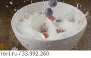 Купить «Video of preparation healthy breakfast - falling narural ripe be», видеоролик № 33992260, снято 7 июля 2020 г. (c) Ярослав Данильченко / Фотобанк Лори