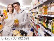 Купить «woman and man choosing oil», фото № 33992628, снято 7 ноября 2019 г. (c) Яков Филимонов / Фотобанк Лори