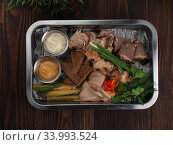 Food tray with slices of meat, bread, vegetables and sauce - cold cuts with a choice (2019 год). Редакционное фото, фотограф Алексей Кокорин / Фотобанк Лори