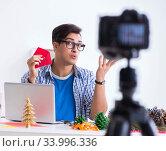 Video blogger recording making paper decoration. Стоковое фото, фотограф Elnur / Фотобанк Лори