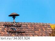 Motorsirene Sireneauf dem Dach zur Alarmierung und Warnung. Стоковое фото, фотограф Zoonar.com/KUEHNE DK FOTOWELT / easy Fotostock / Фотобанк Лори