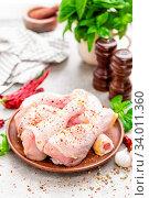 Купить «Raw chicken legs, drumsticks», фото № 34011360, снято 12 июля 2020 г. (c) easy Fotostock / Фотобанк Лори