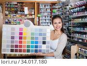 Portrait of young woman holding color sample palette. Стоковое фото, фотограф Яков Филимонов / Фотобанк Лори