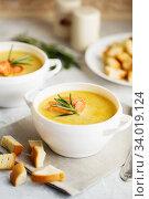 Купить «Fish cream soup with Salmon, cheese, Potatoes and herbs», фото № 34019124, снято 4 марта 2019 г. (c) Nataliia Zhekova / Фотобанк Лори