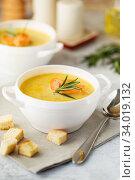 Купить «Fish cream soup with Salmon, cheese, Potatoes and herbs», фото № 34019132, снято 4 марта 2019 г. (c) Nataliia Zhekova / Фотобанк Лори