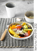 Купить «Mixed vegetable stir fry with parmesan cheese. Roasted vegetables mix on the plate with cutlery on the wicker serving mat, food above. Tender seasonal vegetables stir fry. Vegan food», фото № 34019232, снято 29 июля 2019 г. (c) Nataliia Zhekova / Фотобанк Лори