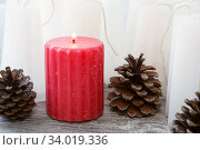 red rippled candle among white blanks candles. Стоковое фото, фотограф Nataliia Zhekova / Фотобанк Лори