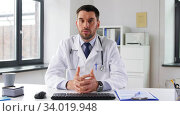 Купить «male doctor having video conference at hospital», видеоролик № 34019948, снято 3 июня 2020 г. (c) Syda Productions / Фотобанк Лори