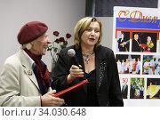 Михаил Корнеевич Аникеев на открытии выставки в Балашихинской картинной галерее (2008 год). Редакционное фото, фотограф Дмитрий Неумоин / Фотобанк Лори