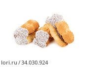Купить «biscuits with jam decorated with Coconut chips isolated on white background», фото № 34030924, снято 6 апреля 2017 г. (c) Nataliia Zhekova / Фотобанк Лори