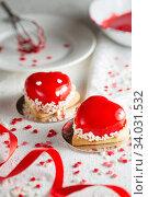 Купить «Mousse dessert in the shape of a heart.», фото № 34031532, снято 4 февраля 2019 г. (c) Nataliia Zhekova / Фотобанк Лори