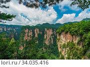 Stunning rock formations seen from the Enchanting terrace viewpoint, Avatar mountains nature park, Zhangjiajie, China. Стоковое фото, фотограф Zoonar.com/Pawel Opaska / easy Fotostock / Фотобанк Лори