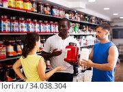 Купить «physically fit people discussing modern sport nutrition», фото № 34038304, снято 13 июля 2020 г. (c) Яков Филимонов / Фотобанк Лори
