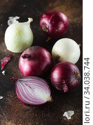Купить «red onions. Red onion halves. Food Ingredients», фото № 34038744, снято 29 июля 2019 г. (c) Nataliia Zhekova / Фотобанк Лори