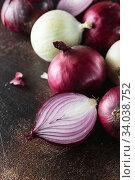 Купить «red onions. Red onion halves. Food Ingredients», фото № 34038752, снято 29 июля 2019 г. (c) Nataliia Zhekova / Фотобанк Лори