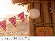 Купить «Garland and a hut on beach», фото № 34039712, снято 25 февраля 2020 г. (c) Wavebreak Media / Фотобанк Лори