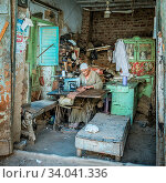 Купить «A poor egyptian tailor using his old sewing machine in a simple hovel, Esna, Egypt, October 27, 2018», фото № 34041336, снято 27 октября 2018 г. (c) age Fotostock / Фотобанк Лори