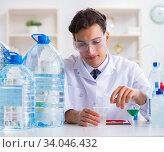 Купить «Lab assistant testing water quality», фото № 34046432, снято 1 ноября 2017 г. (c) Elnur / Фотобанк Лори
