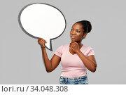 Купить «happy african american woman holding speech bubble», фото № 34048308, снято 26 января 2020 г. (c) Syda Productions / Фотобанк Лори