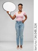 Купить «happy african american woman holding speech bubble», фото № 34048324, снято 26 января 2020 г. (c) Syda Productions / Фотобанк Лори