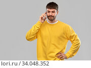 puzzled young man calling on smartphone. Стоковое фото, фотограф Syda Productions / Фотобанк Лори