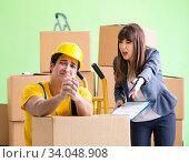 Купить «Woman boss and man contractor working with boxes delivery», фото № 34048908, снято 4 июня 2018 г. (c) Elnur / Фотобанк Лори