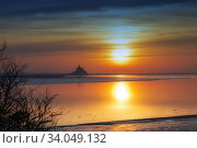 Mont Saint Michele island with a fortress in Normandy. Стоковое фото, фотограф Ирина Аринина / Фотобанк Лори