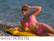 Happy woman smiling in sunglasses on an air mattress by the sea. Стоковое фото, фотограф Константин Сиятский / Фотобанк Лори