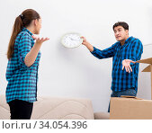 Young family relocating to new house apartment. Стоковое фото, фотограф Elnur / Фотобанк Лори