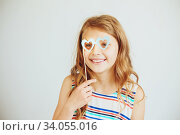Купить «lovely little girl with funny party paper heart shape glasses or mask against a white background», фото № 34055016, снято 15 мая 2016 г. (c) Nataliia Zhekova / Фотобанк Лори