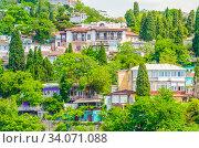 Крым. Жилые дома Гурзуфа (2019 год). Стоковое фото, фотограф Megapixx / Фотобанк Лори