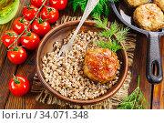 Buckwheat with burgers. Стоковое фото, фотограф Надежда Мишкова / Фотобанк Лори