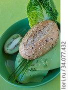 Brötchen mit holländischem Wasabikäse und Salat. Стоковое фото, фотограф Zoonar.com/Martin Dr. Baumgärtner / easy Fotostock / Фотобанк Лори