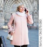 woman talking on mobile phone. Стоковое фото, фотограф Яков Филимонов / Фотобанк Лори