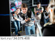 Teen boy playing laser tag with friends. Стоковое фото, фотограф Яков Филимонов / Фотобанк Лори