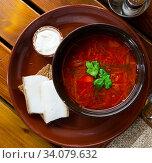 Купить «Appetizing Russian dish borscht», фото № 34079632, снято 10 июля 2020 г. (c) Яков Филимонов / Фотобанк Лори