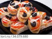 Hot sandwiches with tomatoes and black olives. Стоковое фото, фотограф Яков Филимонов / Фотобанк Лори