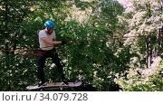 Купить «Extreme rope adventure in the park - man moving on the rope using a skateboard», видеоролик № 34079728, снято 12 июля 2020 г. (c) Константин Шишкин / Фотобанк Лори