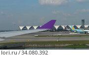 Купить «Airplanes in Suvarnabhumi airport», видеоролик № 34080392, снято 14 ноября 2018 г. (c) Игорь Жоров / Фотобанк Лори