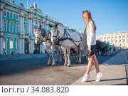 Little girl visiting the Hermitage in Saint-Petersburg. Стоковое фото, фотограф Дмитрий Травников / Фотобанк Лори