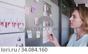 Купить «Professional businesswoman writing on white board with marker in modern office in slow motion», видеоролик № 34084160, снято 18 января 2020 г. (c) Wavebreak Media / Фотобанк Лори