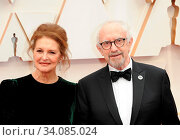 Kate Fahy and Jonathan Pryce at the 92nd Academy Awards held at the Dolby Theatre in Hollywood, USA on February 9, 2020. Стоковое фото, фотограф Zoonar.com/Lumeimages / age Fotostock / Фотобанк Лори
