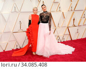 Kristen Wiig and Gal Gadot at the 92nd Academy Awards held at the Dolby Theatre in Hollywood, USA on February 9, 2020. Стоковое фото, фотограф Zoonar.com/Lumeimages / age Fotostock / Фотобанк Лори
