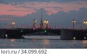 Купить «Дворцовый мост на фоне Петропавловского собора. Санкт-Петербург, Россия (таймлапс)», видеоролик № 34099692, снято 27 июня 2020 г. (c) Виктор Карасев / Фотобанк Лори