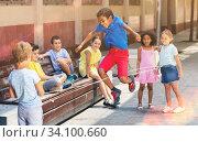 Smiling kids skipping on jumping elastic rope in yard. Стоковое фото, фотограф Яков Филимонов / Фотобанк Лори
