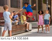 Купить «Mexican boy playing rubber band jumping game with friends», фото № 34100664, снято 10 июля 2020 г. (c) Яков Филимонов / Фотобанк Лори
