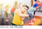 Купить «Kids training hip hop in dance studio», фото № 34100668, снято 30 июня 2020 г. (c) Яков Филимонов / Фотобанк Лори