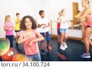 Купить «Kids training hip hop in dance studio», фото № 34100724, снято 30 июня 2020 г. (c) Яков Филимонов / Фотобанк Лори
